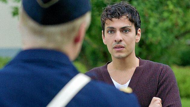 Angelo möts av misstro från polisen.
