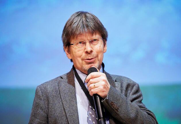 – Först ökar tillväxten, men efter lång tid återgår den till en normal nivå, säger Tomas Lundmark om långtidsförsöken med tillväxteffekter av ett varmare klimat.