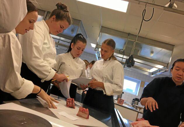 Elever vid Jenny Nyströmsskolan deltog i smakmötet.
