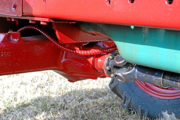 Valet av framaxel var avgörande för att traktorn inte skulle bli uppnosig. Centrumbulten på Sige-axeln hade en bra position och det gick att bygga en låg axelbrygga.