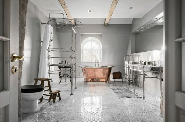 Badkaret är av lyxmärket Catchpole & Rye.