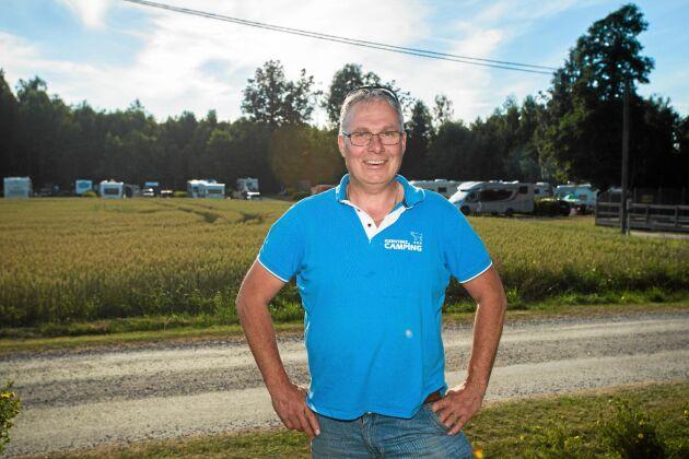 Freddy Alm har fått ny användning för vissa av åkrarna kring släktgården nära Mellerud.