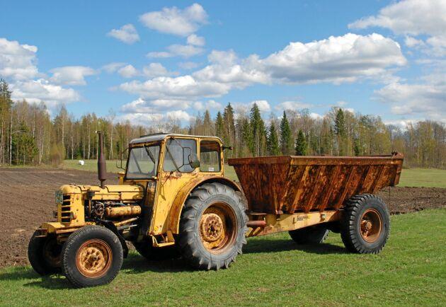 """Livab i Braås använde sig av Boxerns möjligheter för att göra dumperekipage. Sveriges städer skulle byggas och den gula sidan blomstrade. Med tiden tog man bort framaxeln på traktorn i dumpern """"Grus-Kalle."""""""