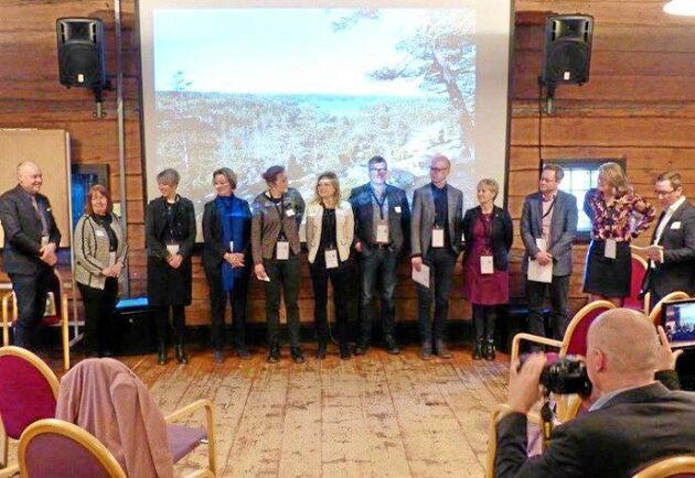 Tolv aktörer med koppling till skog och regional utveckling från de tre småländska länen presenterar den gemensamma skogsstrategin för Småland.