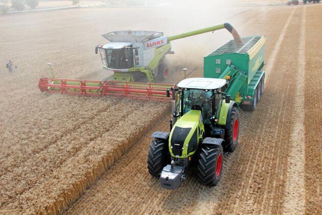 Claas traktor och tröska.
