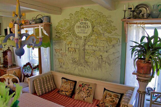 I boningshuset finns en vacker väggmålning som andas gårdens bondetradition.