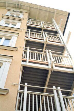 Flervåningshus med trästomme.