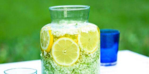 Läskande fläderblomssaft – utan citronsyra