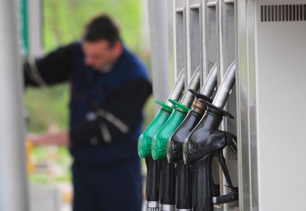 Mindre leverantörer undantas från kravet på att lämna information om drivmedels klimatpåverkan