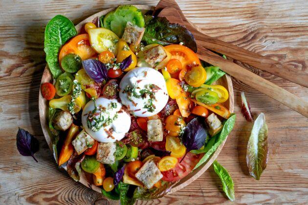Vacker och underbart god tomatsallad.