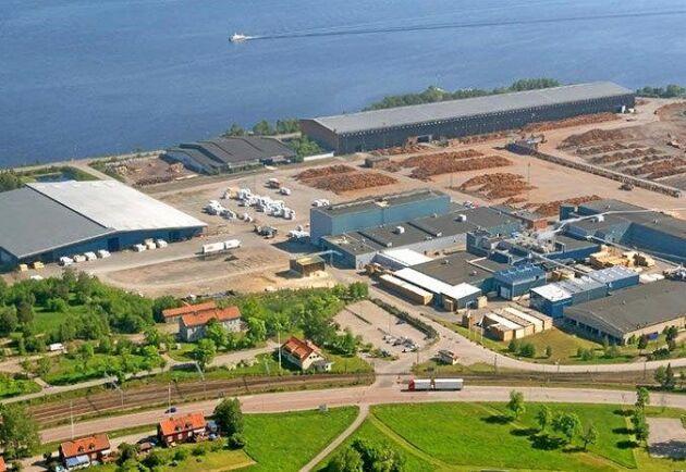 Setra satsar på att bygga en pyrocelloljefabrik vid anläggningen på Kastet tillsammans med Preem. Där ska 80 000 ton sågspån förvandlas till fordonsbränsle varje år.