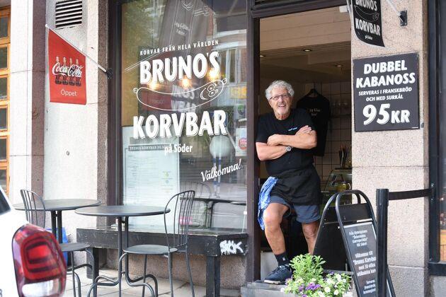 Här huserar en av Stockholms största korvprofiler – Bruno Fortkord, 80 år.