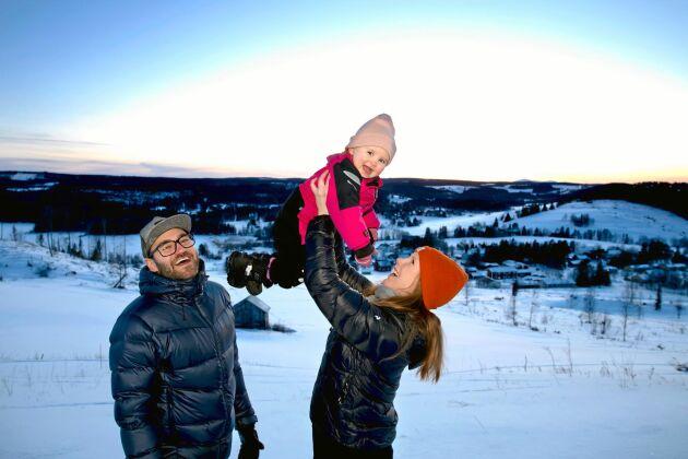 David Karlsson och Jennie Näslund med dottern Aprilia har bytt Helsingborg mot jämtländska Kaxås.