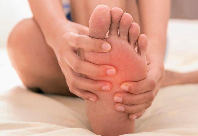 Dålig blodcirkulation kan ligga bakom stickningar och domningar i fötter och händer.