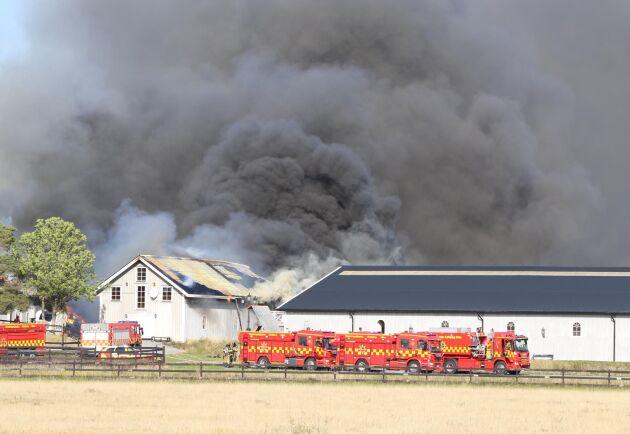 Vid 14.47 kom larmet om branden in till räddningstjänsten.