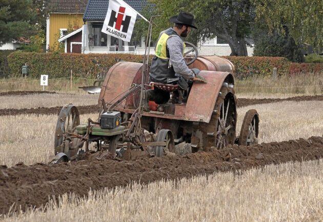 Erik Westerdahl tävlade i klassen veterantraktor bogserad plog.