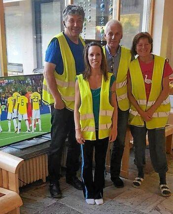 Linda Selin tillsammans med ockupanter på Sollefteå sjukhus.