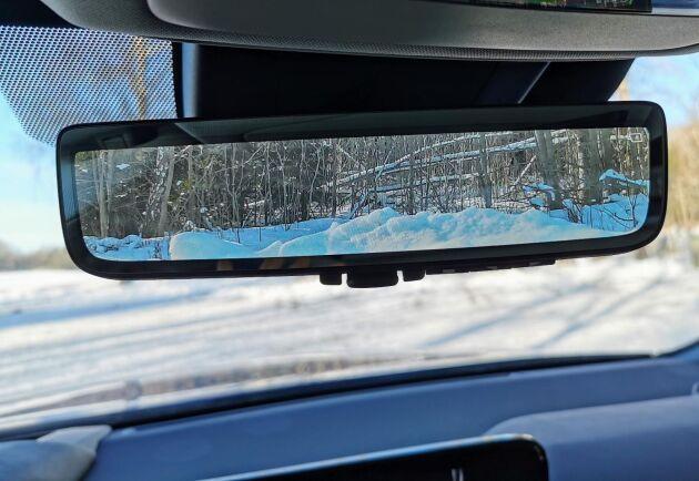 Den virtuella backspegeln ger koll på omgivningen.