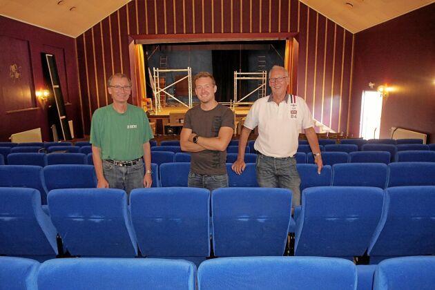 Inför årets filmsäsong har Göran Fransén, Linus Östergren och Staffan Östergren moderniserat biosalongen i Alsterbro.