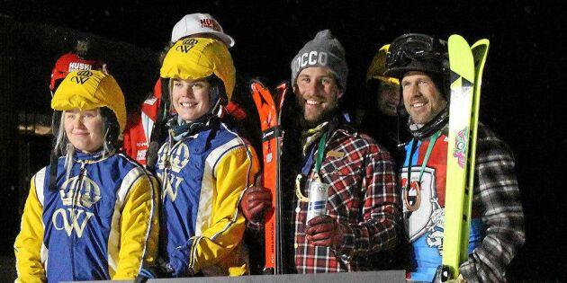 Publiksuccén i Åre: Tolkning på skidor bakom häst
