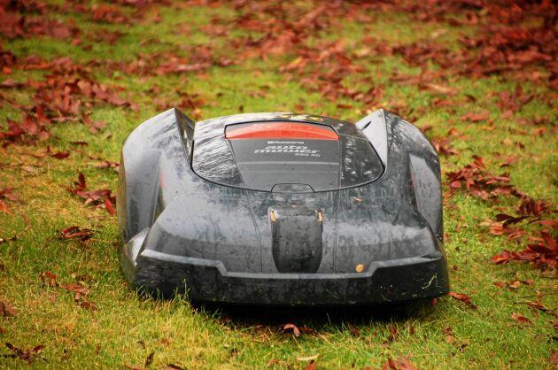 Robotgräsklipparen ska stå skyddad från frost.