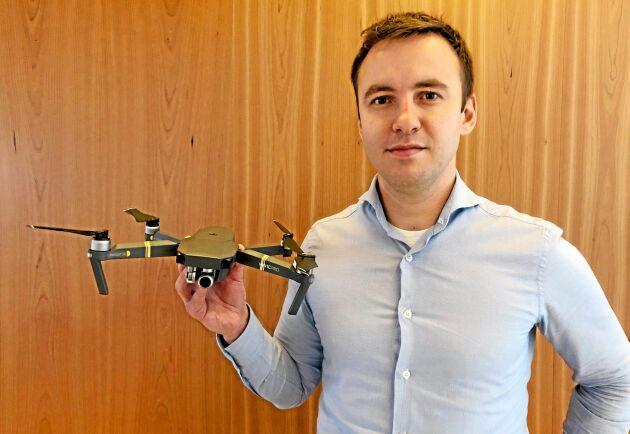 Igor Tihonov driver drönarföretaget Solvi som sysslar med precisionsodling.