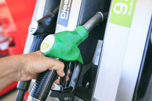 Riktpriset på 95-oktanig bensin ligger nu på 16,89 kronor per liter.
