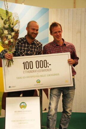 Bröderna Tobias och Kristoffer Kullingsjö på mjölkgården Elmersgården i Vårgårda fick ta emot priset på 100 000 kronor.
