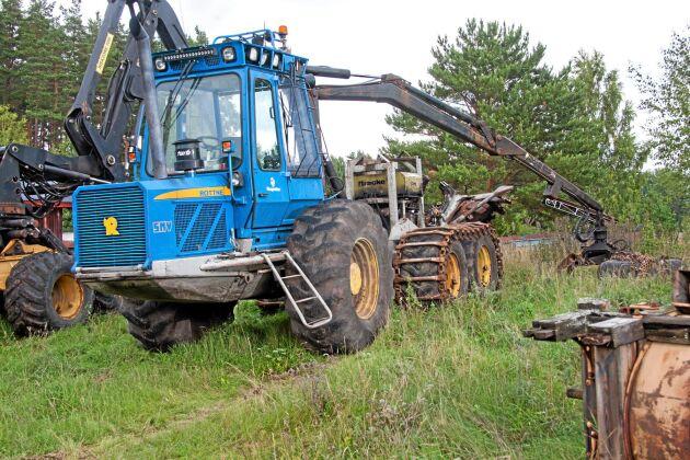 Reservdelsmaskin, en Rottne SMV skördare, med markberedaraggregat.