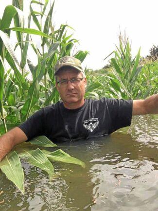 Todd Weller tröttnade på regnet. Den här bilden la han ut på Facebook och genast spreds den över världen.