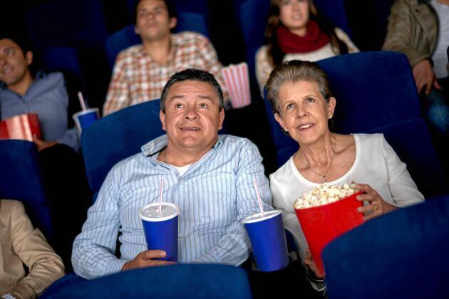 Älskar du bio? Som pensionär kan du få 20 procents rabatt.