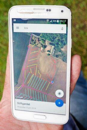 Kartan i telefonen visar var dräneringssystemet och dämningsbrunnar finns.