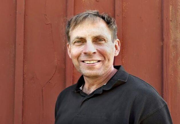 Niclas Malm har visat att det går att kombinera storskaligt jordbruk med biologisk mångfald menar juryn som utsett honom till Årets pollinatör 2018.