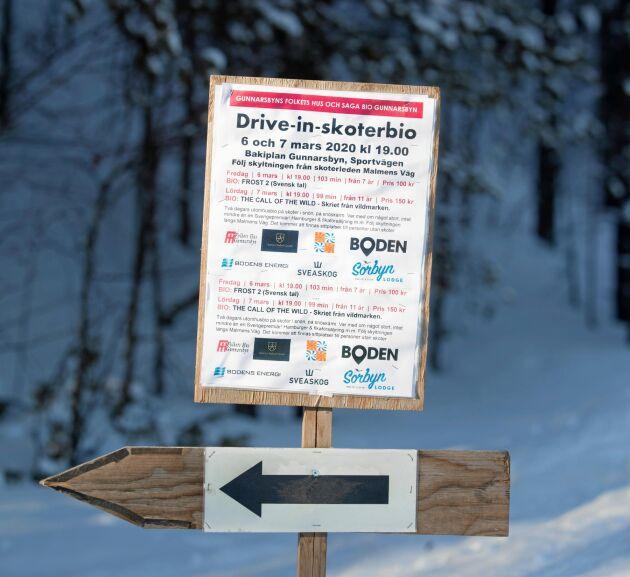 Det fanns skyltar längs alla skoterleder i distriktet. Allt för att snöskoteråkande biobesökare skulle hitta rätt.