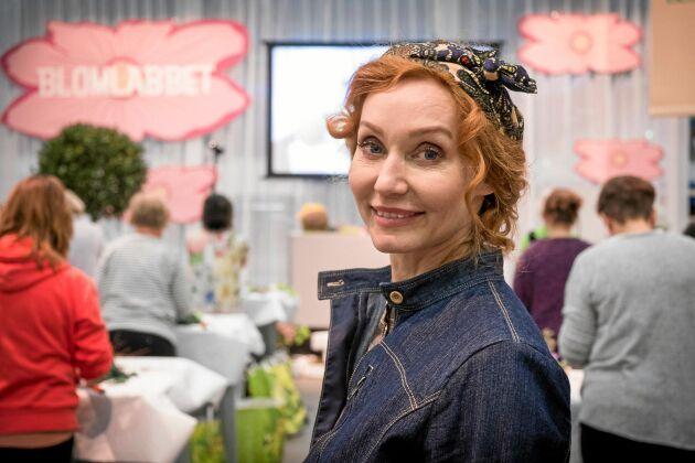 Trädgårdsmästare Linda Schilén håller workshop.