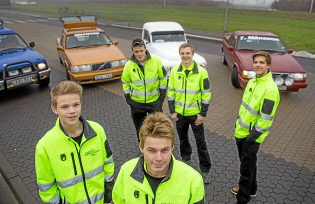 Tim Johansson kör en ombyggd Volvo. Inga baksäten är tillåtna. Däremot får man ha plats för en passagerare.