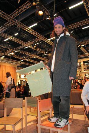Fredrik Paulsen med sin Röhsska-stolen.