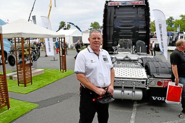 Fjärrkontrollen till Volvos fjärrstyrda lastbil. Härifrån kan alla funktioner på lastbilen styras.