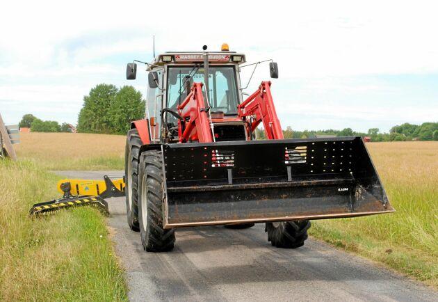 Björn Leidelöf säger att han har nytta av elektroniken och att han inte vill ha en traktor utan elektronik.