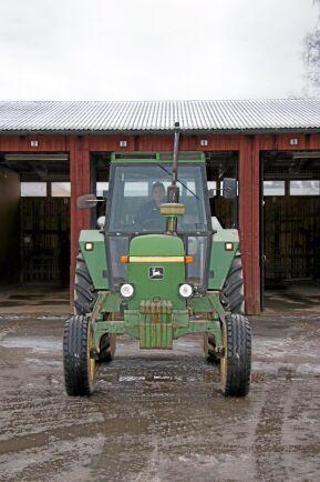 Kan köra alla maskiner. Är man uppväxt i passagerarstolen på en traktor så är man.
