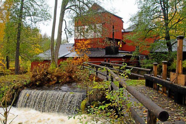 Engelsbergs bruk är ett före detta järnbruk som ligger vid sjön Åmänningen strax utanför tätorten Ängelsberg i Fagersta kommun i Västmanlands län. Den historiska anläggningen är ett världsarv och en del av Ekomuseum Bergslagen.
