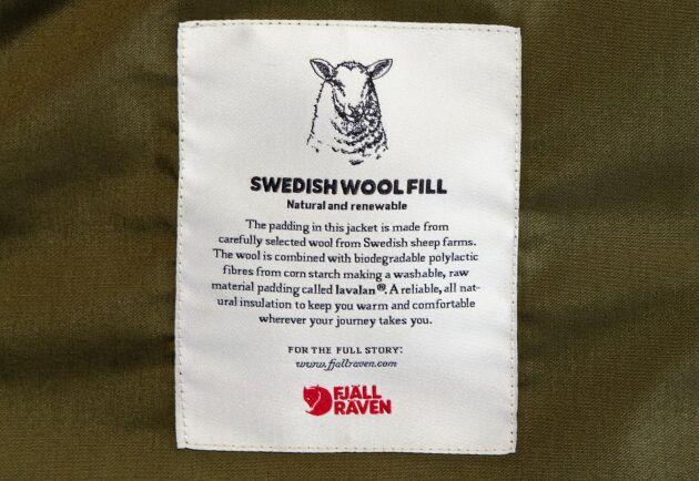 Svenska får säljer Fjällräven. Parkasen är fodrad med svensk ull och det blir ett försäljningsargument för konsumenterna.