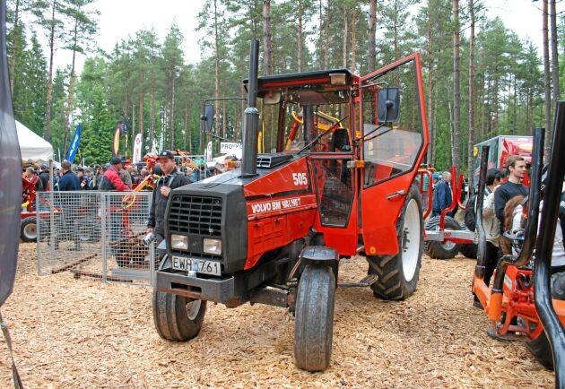 Volvo BM Valmet 05-serien presenterades 1982. Då tillverkades traktorerna i Finland men hytten gjordes i fabriken i svenska Hallsberg.