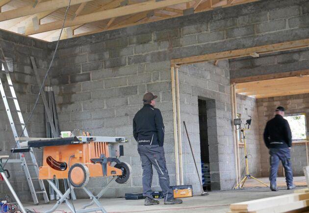 Det nya stallet ska först bli avelsstall och tids nog träningsstall för trav.