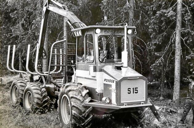 Ponsse premiärvisade sin S15 1984. Framvagnen var tillverkad av lageringsaluminium. Skotaren vägde 9,9 ton och lastade 10 ton.