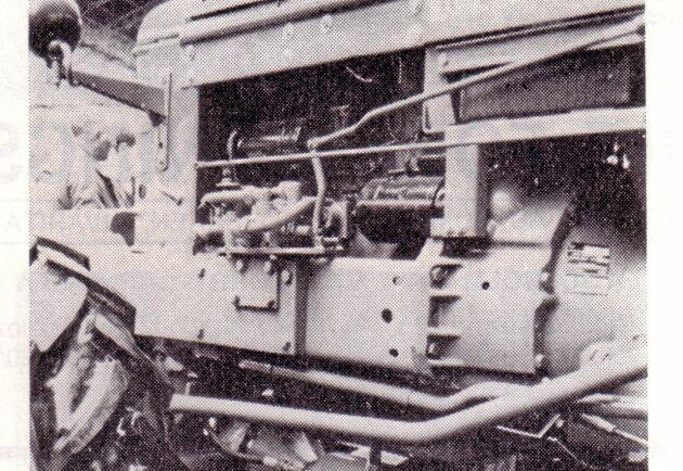 Hösten hade varit blöt och besvärlig i Frankrike. BM:s representant tog fram en egen framhjulsdrift till Boxern som visades på mässan i Paris 1967. Foto ur Lantmannen 1967.