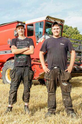 Ford-fantaster. Bröderna Pontus och Philip håller hela tiden på och förbättrar Fordarna från 1980-talet.