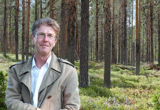Det är viktigt att allmänheten får bilda sig en egen uppfattning om skogen, inte den som serveras i en hårdvinklad debatt, skriver Pär Fornling.