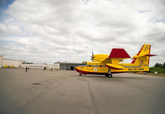 De Italienska brandflygen har besökt Sverige flera gånger under sommaren för att hjälpa till.