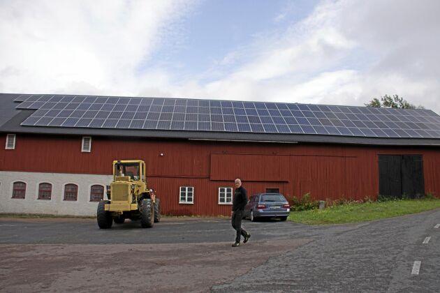 Två solcellanläggningar på vardera 250 kvadratmeter ger 80 000 kilowattimmar årligen.